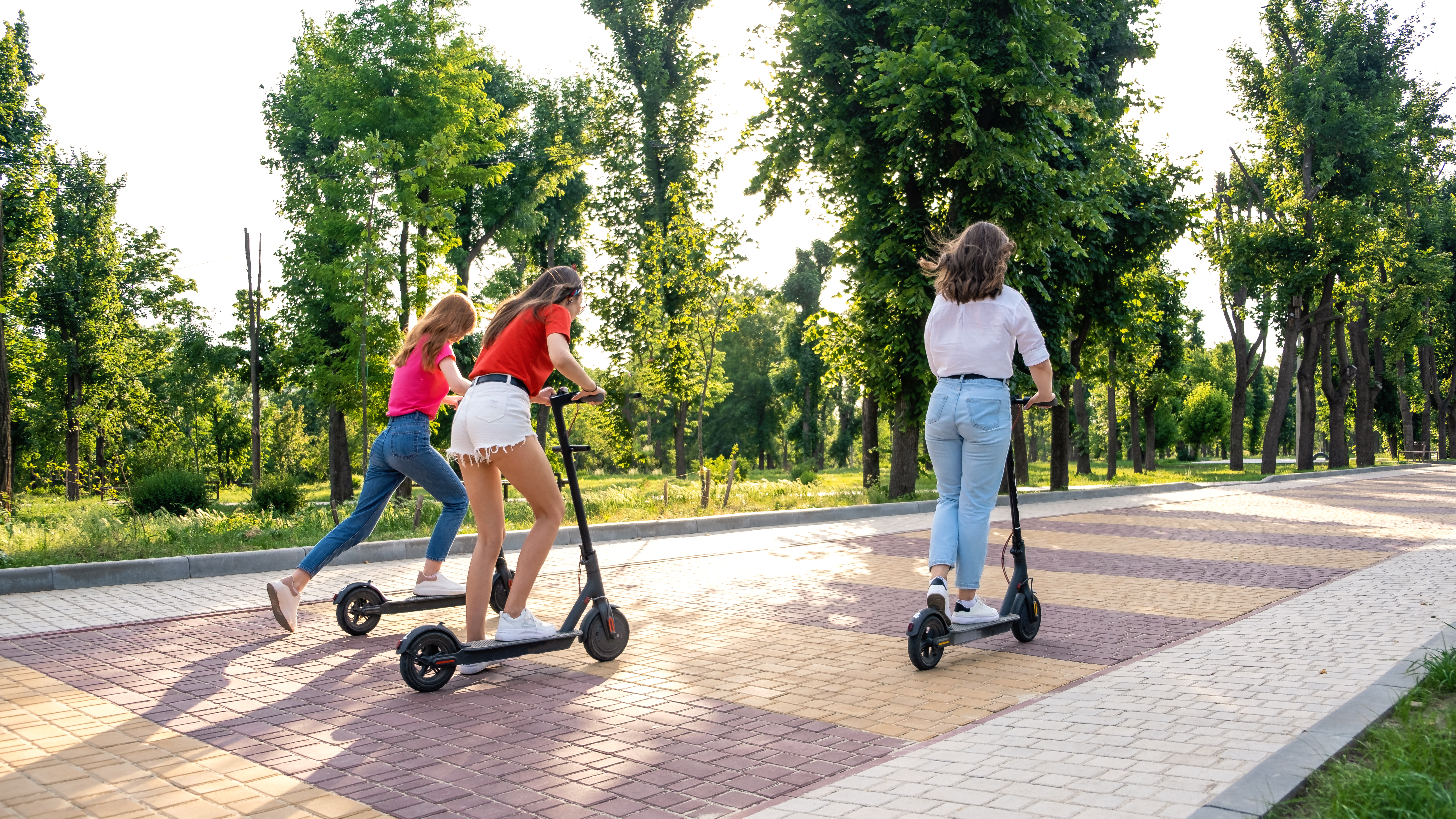 e-scooter-electric-scooter-ecological-urban-city-t-DP5GLAU.jpg